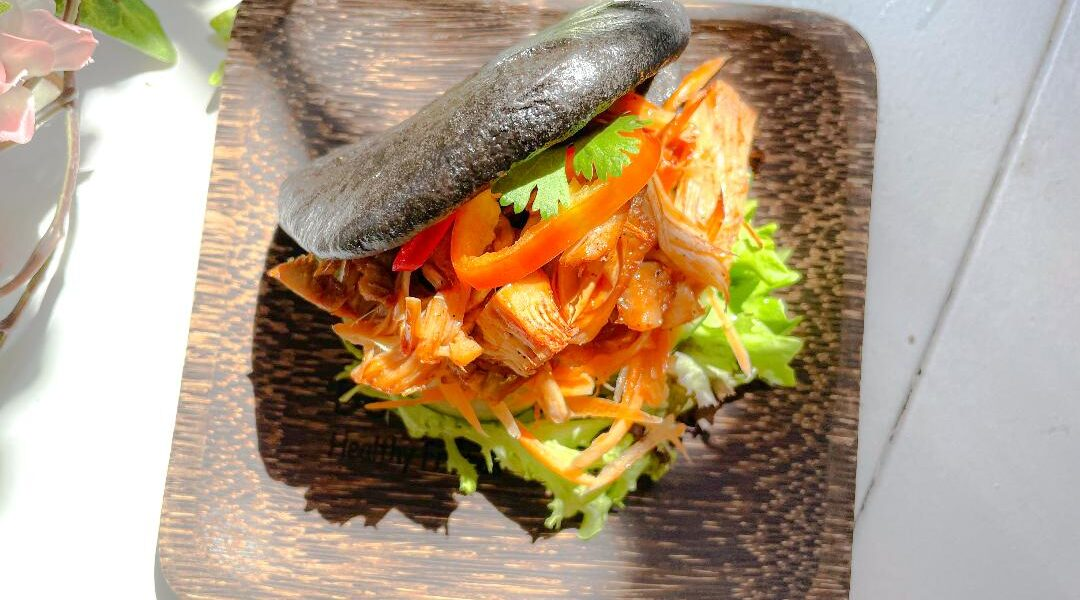 LÖNKKÄ BAO Bun with Jackfruit and Devil Sauce